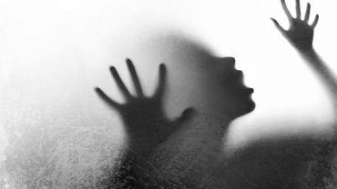 Osoby z zaburzeniem osobowiści borderline mają tendencję do popadania z skrajności w skrajność i czarno-białego myślenia, trudno im funkcjonować w relacjach