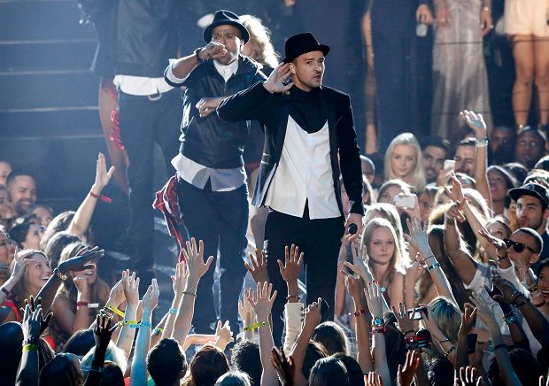 Justin Timberlake performs during the 2013 MTV Video Music Awards in New York August 25, 2013.    REUTERS/Lucas Jackson (UNITED STATES  - Tags: ENTERTAINMENT)  (MTV-SHOW)