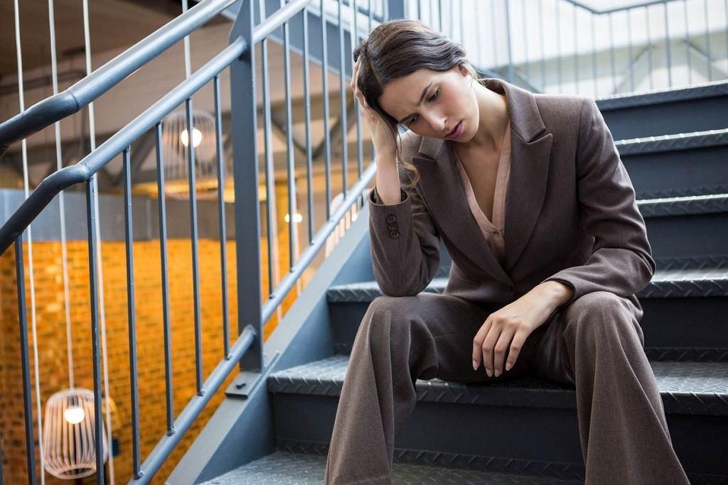 Zapalenie wielomięśniowe objawia się między innymi nienaturalnym zmęczeniem, problemów z wykonywaniem czynności, które dotąd nie sprawiały trudności, jak wchodzenie po schodach czy podnoszenie ciężkich rzeczy