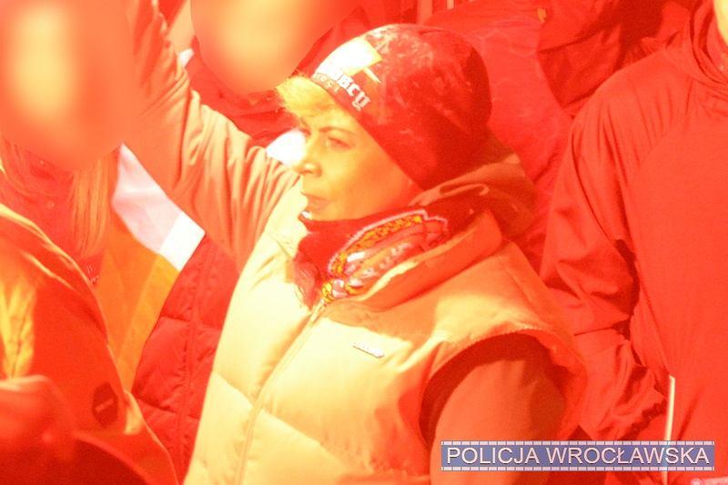 Policja pokazuje wizerunki osób podejrzewanych o naruszenie prawa podczas wrocławskiego marszu 11 listopada