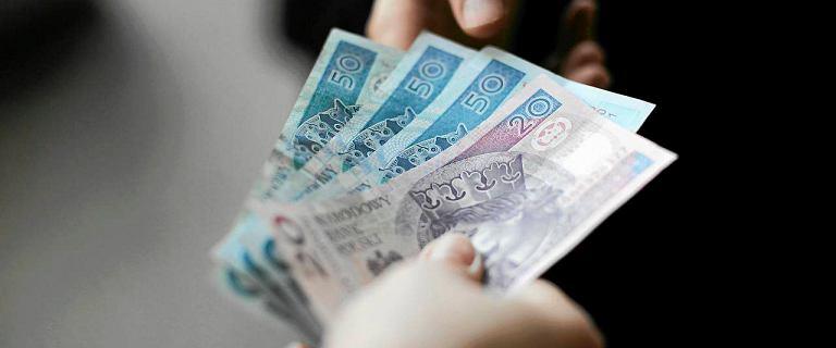 Płaca minimalna podbija średnią. Przeciętne wynagrodzenie w firmach 5282 zł brutto