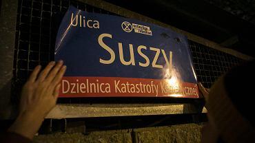 Aktywiści klimatyczni zmieniają nazwy ulic w Warszawie. Nocna akcja
