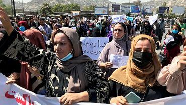 We wtorek rano na ulice Kabulu wyszły setki mieszkańców protestujących przeciwko rządom talibów oraz wspieraniu ich przez Pakistan, 7 września 2021 r.