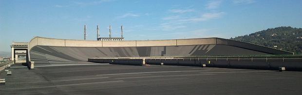 Tor rajdowy na dachu budynku