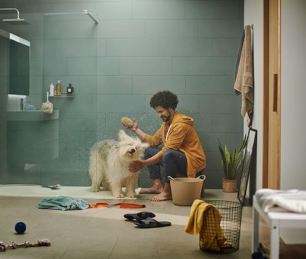 Prysznic bez kabiny i płaski brodzik