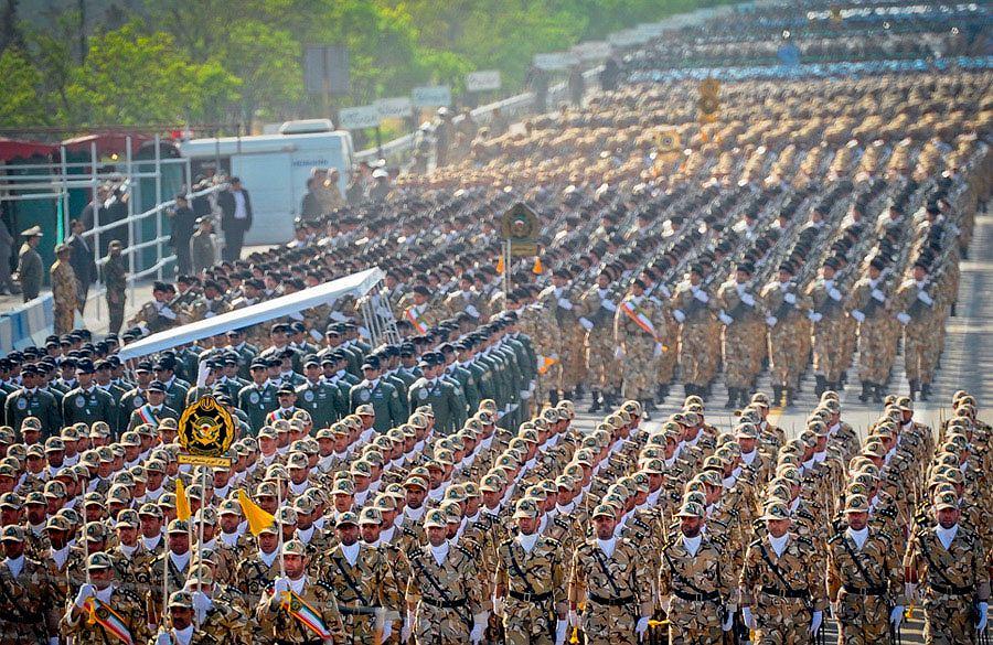 Defilada regularnych sił zbrojnych w Teheranie