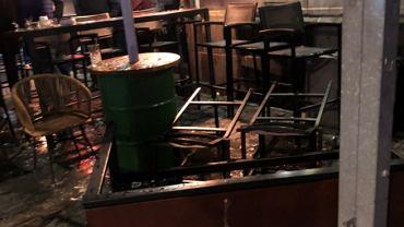 Kibice Feyenoord Rotterdam zaatakowali działaczy Unionu Berlin w restauracji przed meczem Ligi Konferencji Europy. Źródło: https://twitter.com/HooligansTV_eu/status/1451100584405344258/photo/2