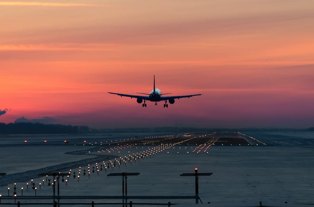 Jedna z pasażerek zaczęła rodzić w samolocie