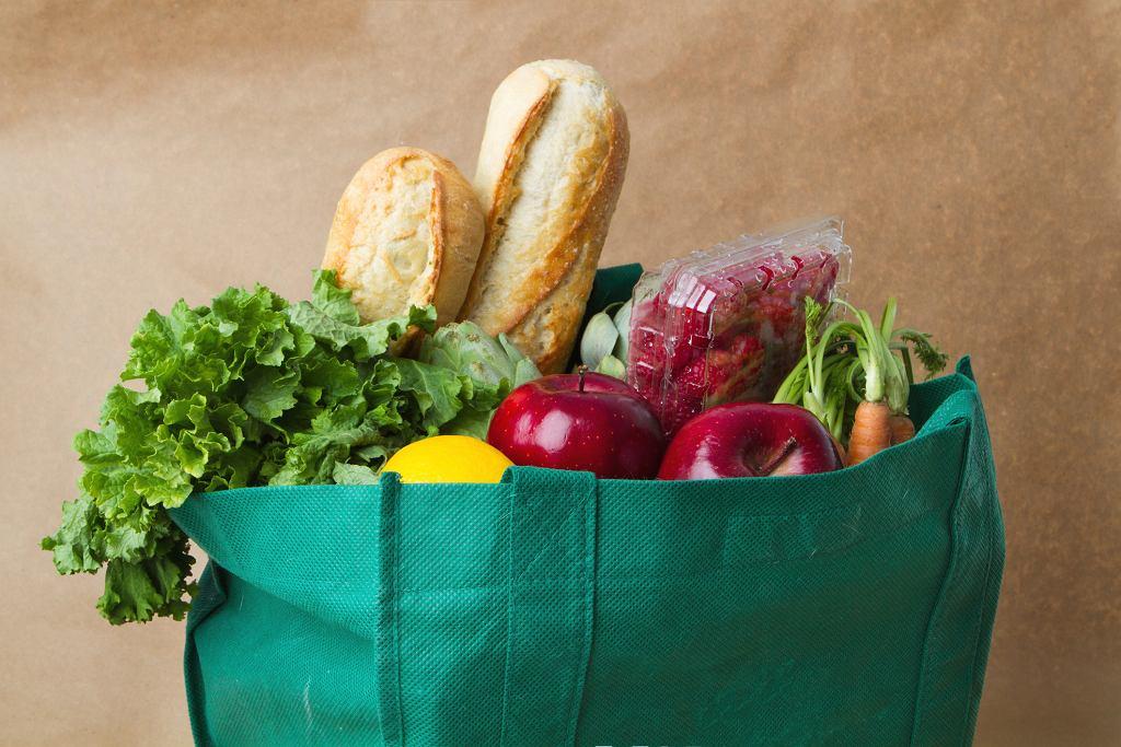 Najnowsze badania sugerują, że dziennie powinniśmy jeść ok. 800 gramów warzyw i owoców