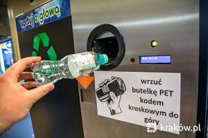 Butelkomat w Krakowie. Za każdą plastikową butelkę płaci 10 lub 20 gr