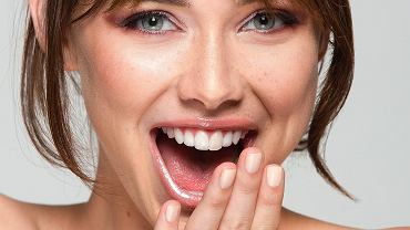 Naturalny makijaż, który dodaje urody. Oto sprawdzone triki na 'make up no make up'