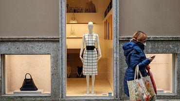 Opustoszała Via della Spiga - słynna ulica zakupów w Mediolanie, 5 marca 2020 r.
