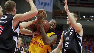 Koszykarze Trefla (żółte stroje) przegrali w Tarnobrzegu
