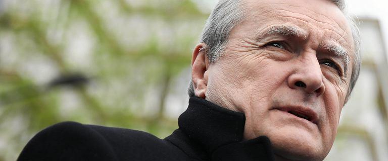Gliński głosował w Sejmie podczas własnej konferencji. Reakcja Müllera