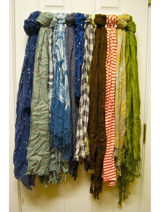Przechowywanie szalików, organizacja szafy