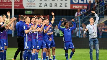 Piłkarze Piasta pozdrawiają kibiców