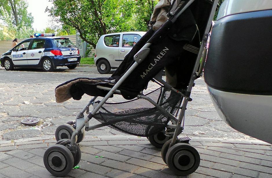 Pijany dziadek pchał wózek z dzieckiem. Chłopiec miał naderwane uszy