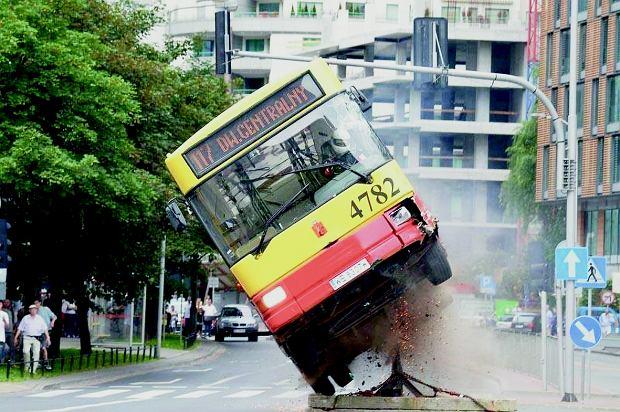 W filmie '11 minut' Tomek wywrócił 13-tonowy autobus. Ale przede wszystkim reżyserował wszystkie sceny kaskaderskie.