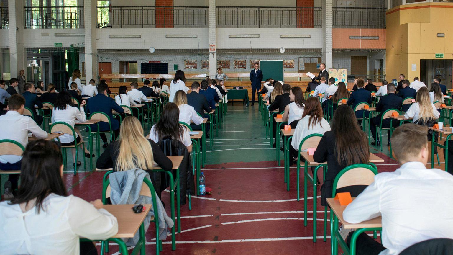 Matury 2020. Matury i egzaminy ósmoklasistów przełożone. Jest decyzja rządu