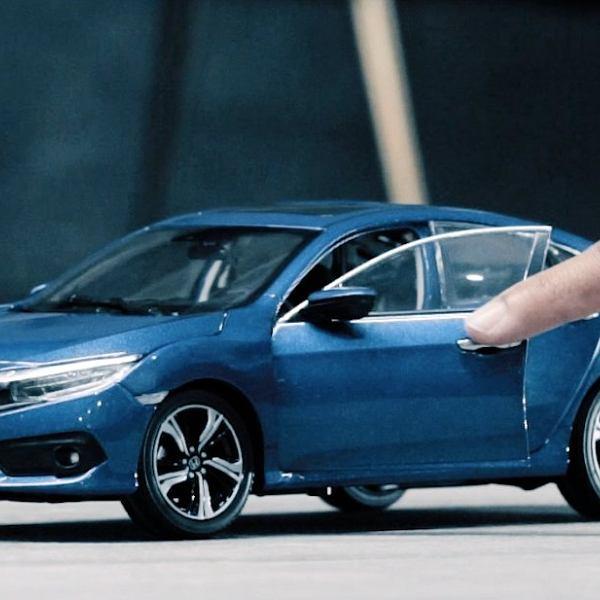 Honda Civic 4d w 'pandemicznej' reklamie