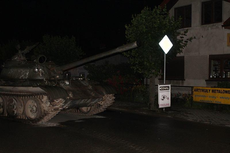 Pijany 49-latek jeździł czołgiem po ulicach Pajęczna