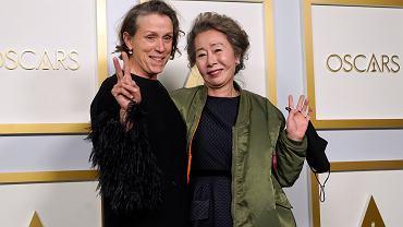Oscary 2021. Na zdjęciu Frances McDormand (najlepsza aktorka) oraz Yuh-Jung Youn (najlepsza aktorka drugoplanowa)