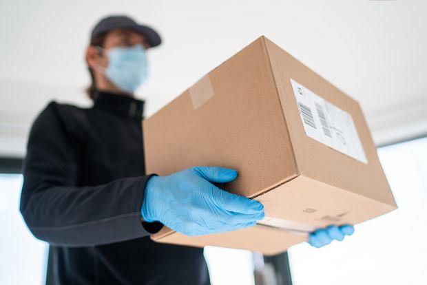 Opakowania w e-commerce. Minimalizm z pudełka