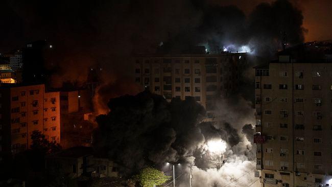 Kolejne rakiety Hamasu spadły w nocy na Tel Awiw. Izrael odpowiedział atakiem na Gazę
