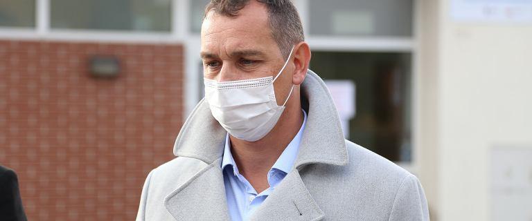 Doradca premiera proponuje godzinę policyjną dla niezaszczepionych osób