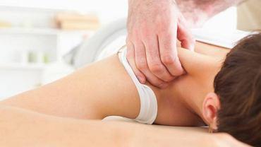 Jedną ze skuteczniejszych metod leczenia kręczu szyi jest masaż