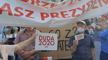Ataki na aktywistów i aktywistki Młodzieżowego Strajku Klimatycznego na wiecach Andrzeja Dudy , Fot. Młodzieżowy Strajk Klimatyczny Ataki na aktywistów i aktywistki Młodzieżowego Strajku Klimatycznego na wiecach Andrzeja Dudy