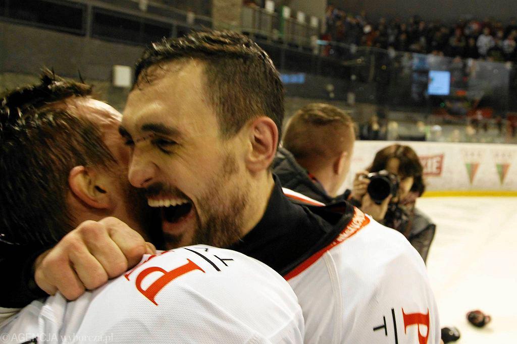 Radość hokeistów GKS Tychy po zdobyciu mistrzostwa Polski