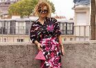 Kolorowe koszule dla kobiet po 50-tce. Aż 18 modeli, które odmłodzą i korzystnie wpłyną na wygląd sylwetki