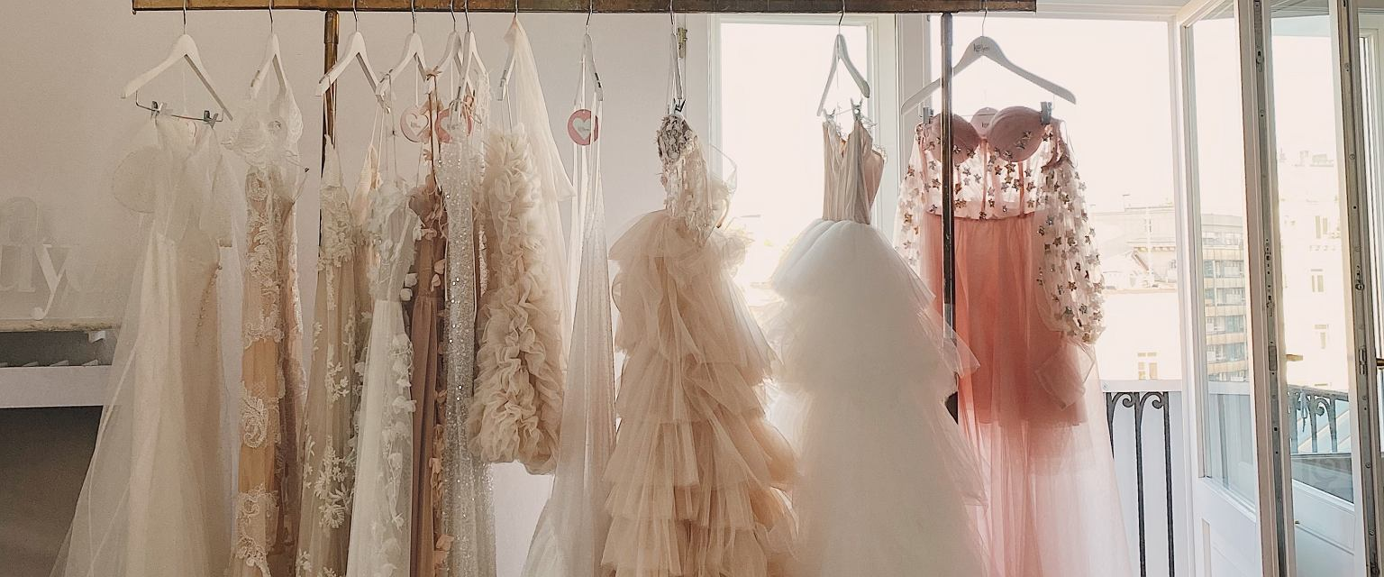 Suknie w atelier Lany Nguyen (fot. Archiwum prywatne)