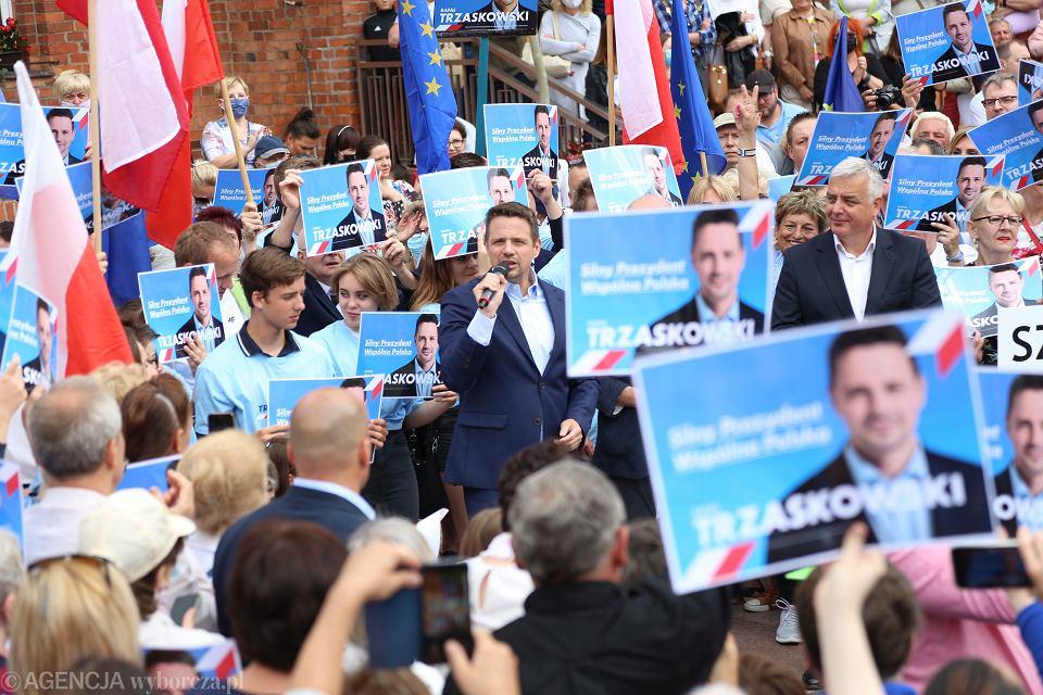 1.07.2020, Szczecinek, Rafał Trzaskowski podczas kampanii wyborczej.