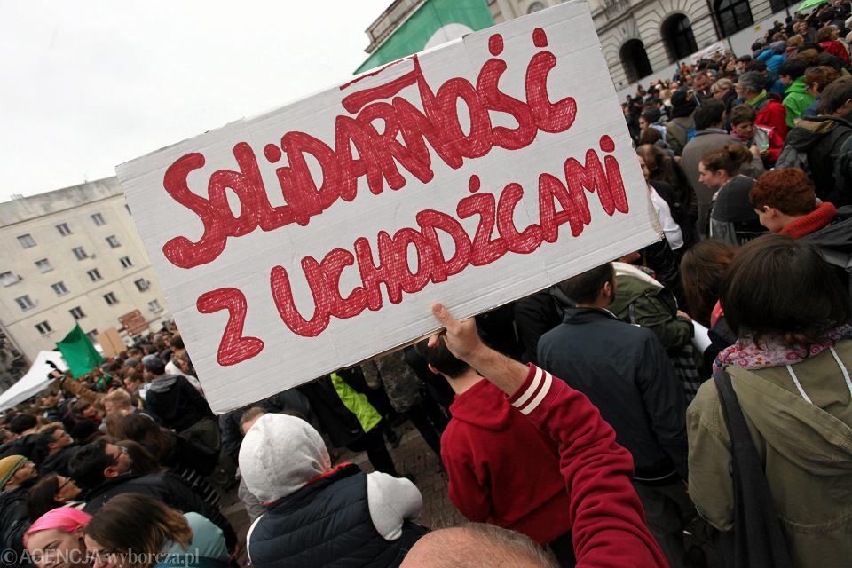Warszawa, Krakowskie Przedmieście. Manifestacja solidarności z uchodźcami