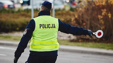 Policjant podczas dnia Wszystkich Świętych w Gdańsku