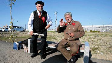W niedzielę odbyło się pierwsze w historii F1 GP Rosji. Na wyścigu pojawili się nawet... <b>Włodzimierz Lenin</b> i <b>Józef Stalin</b>. Albo dwaj przebrani za nich panowie
