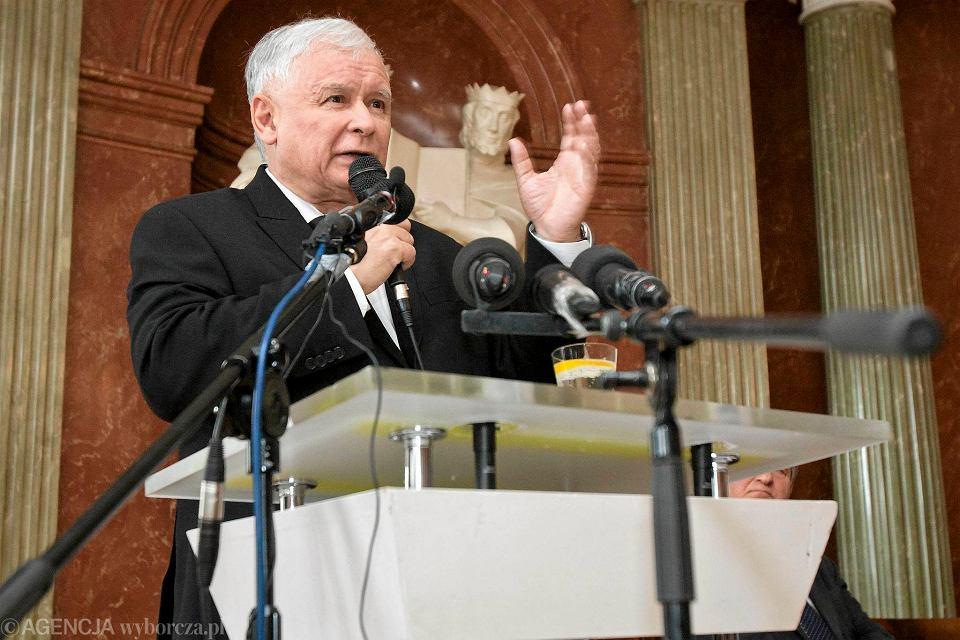 Zdjęcie numer 2 w galerii - Prezes PiS Jarosław Kaczyński w Trzciance. Obietnice dla matek, młodzieży i zespołów ludowych