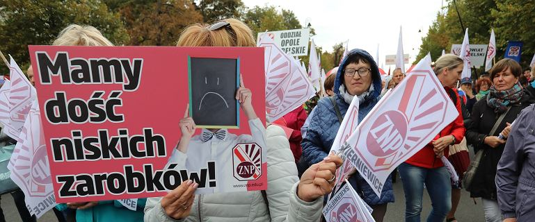 Protest nauczycieli trwa. Kuratorium straszy kontrolami ZUS-u