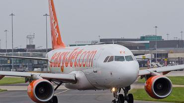Pasażerowie pobiegli za samolotem. Zapłacą grzywnę