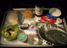 Odpady w przestworzach. Dlaczego śmieci z samolotów są spalane, a posiłki się marnują?