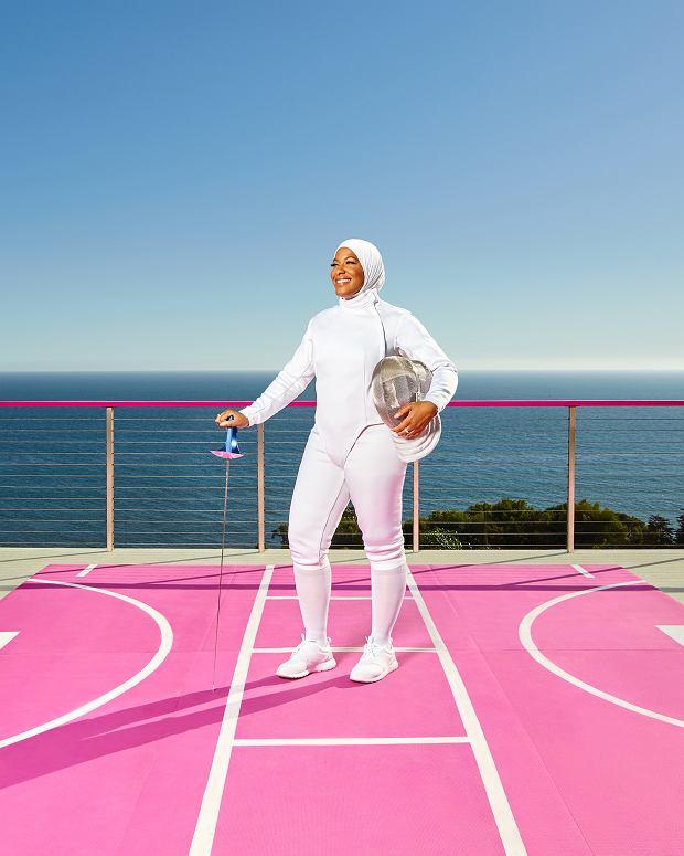 Ibtihaj-Muhammad - mistrzyni szermierki - jest postacią była inspirowana jedna z lalek z serii '2017 Barbie Shero'