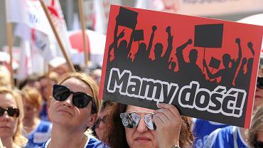 Kwietniowy protest nauczycieli organizowany przez Związek Nauczycielstwa Polskiego