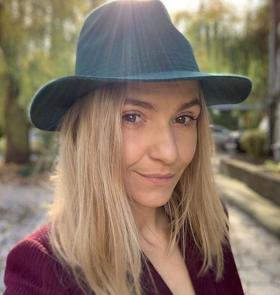Joanna Koroniewska w pięknym płaszczu oversize z Reserved. Podpowiadamy, jak nosić takie ubrania, żeby wyglądać modnie i kobieco