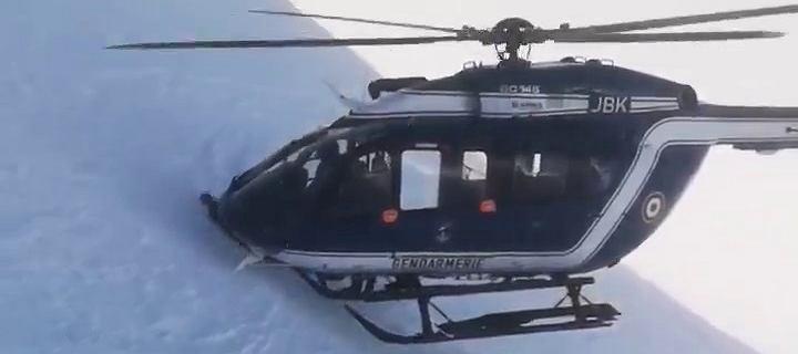 To nagranie z akcji w Alpach obiegło świat. Piloci wyjaśniają