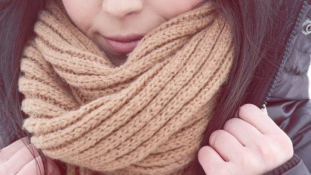 8ad4da09383ee5 Czapki, szaliki i rękawiczki - najmodniejsze fasony na zimę sportowych marek