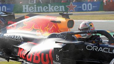 Max Verstappen zakpił z Lewisa Hamiltona.