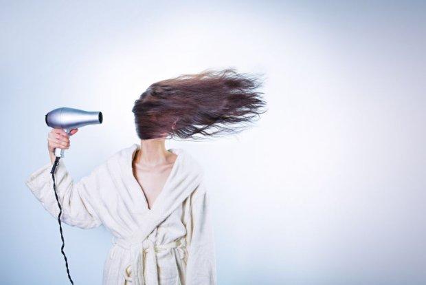 Jak rewolucjonizować zbyt uległe włosy? (fot. Pexels.com CC0)