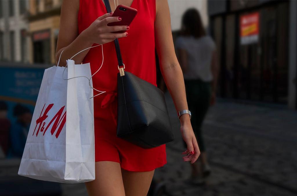 H&M wprowadzi możliwość wypożyczana ubrań? Marka chce w ten sposób zadbać o środowisko
